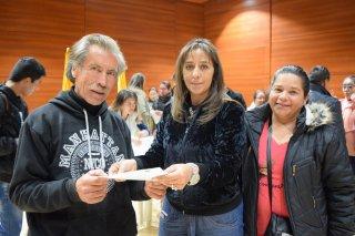 La Gerente del IDUVI Nancy Camelo hace entrega de las cartas de adjudicación de los subsidios